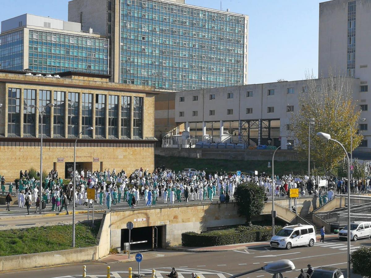De la Prensa... Los técnicos de enfermería del Hospital de Salamanca denuncian que se ven obligados a hacer funciones de cocina y limpieza [Enlace Dentro] 149fbc3f38746910d2d14f3d7a763bbf000058